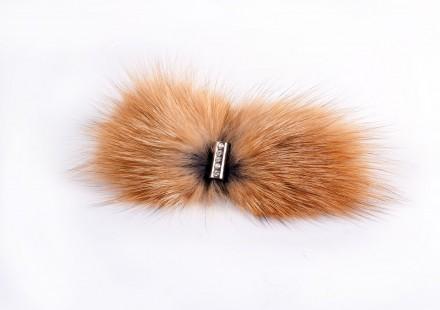 Заколка с отделкой мехом лисы
